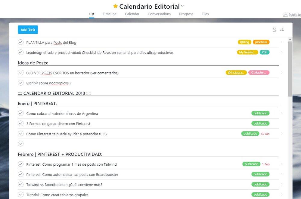 Acá ves mi calendario editorial con etiquetas y la plantilla en la parte superior.  Conocé más formas de usar Asana siendo blogger en este post.