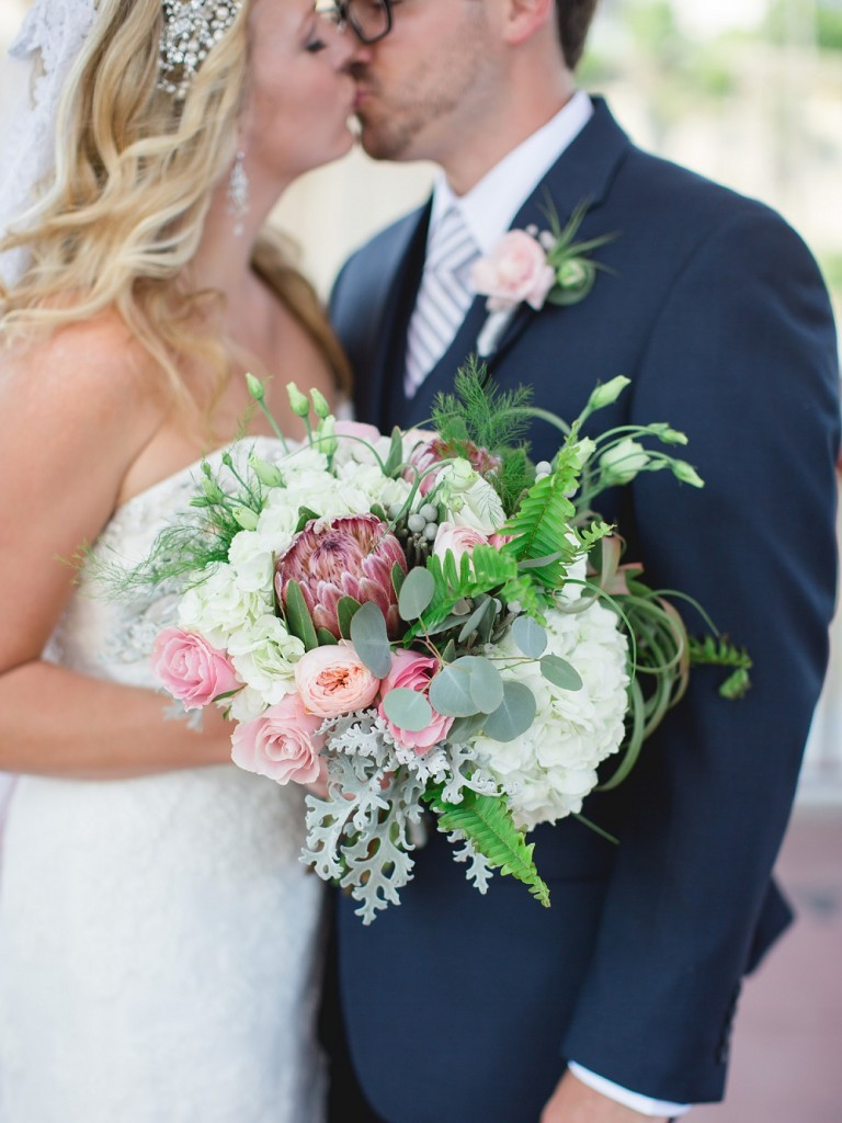 bridal bouquet, , Rochelle Louise Photography, Minnesota Boat Club wedding