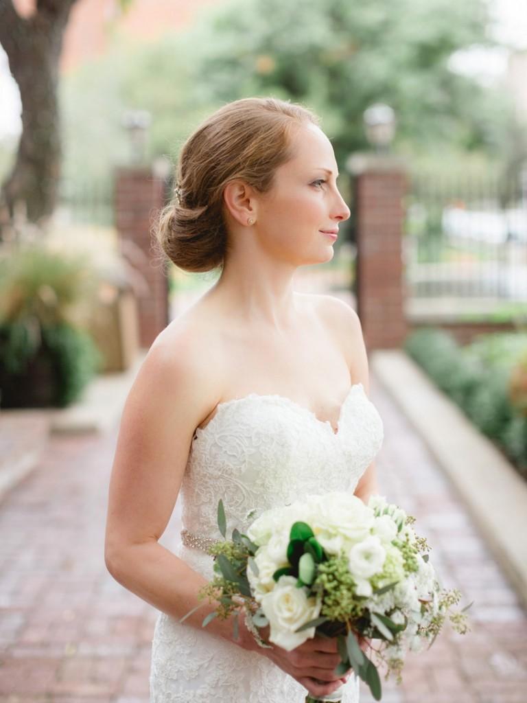 Rochelle Louise Photographer, marsala wedding, fall wedding, outdoor wedding, Minnesota wedding photographer, Minneapolis wedding photographer, bride, bridal portrait
