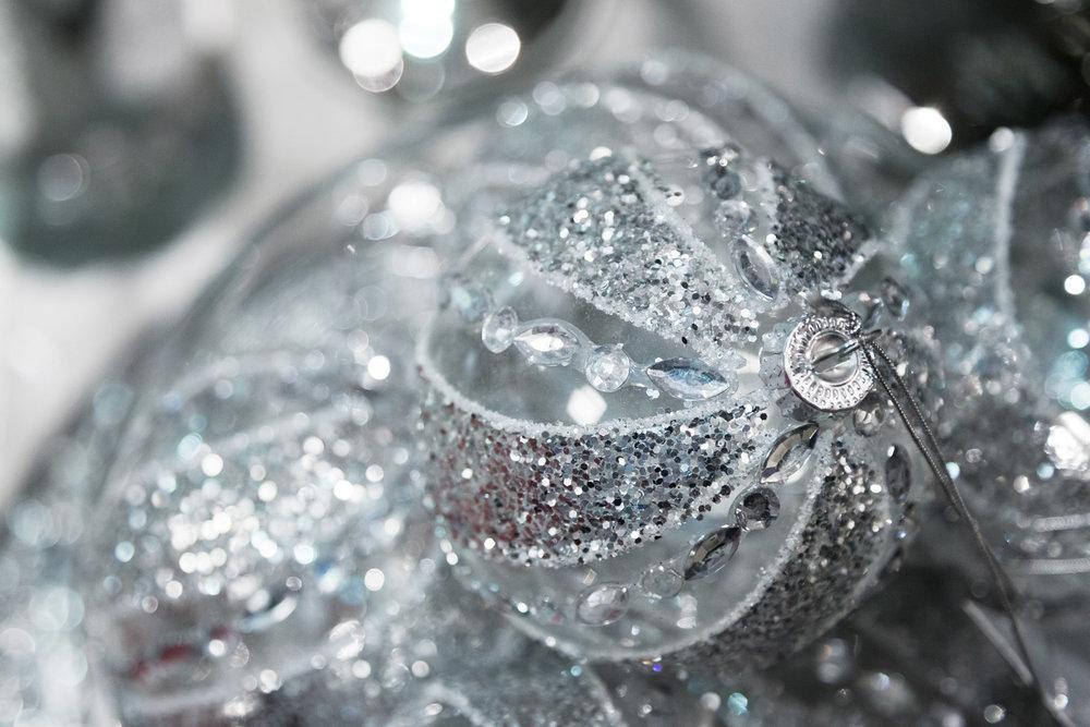 silver-christmas-balls.jpg