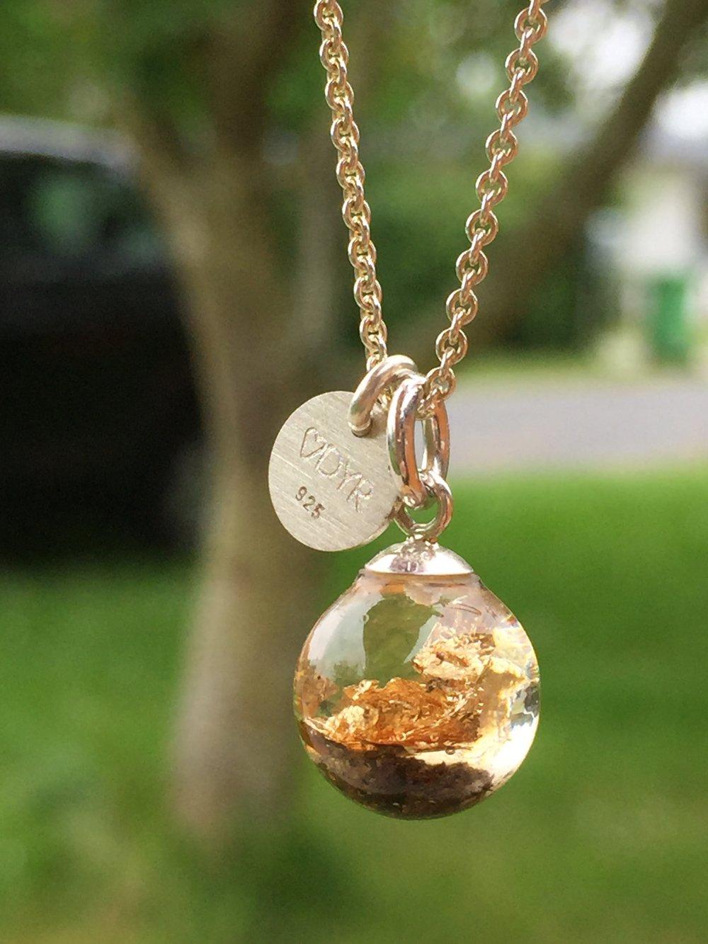 smykker med dyre aske