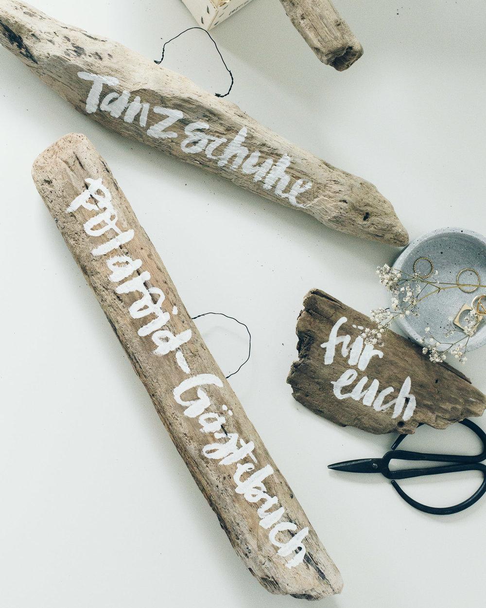 """""""Bride & Groom"""" Custom lettered wooden signs for a wedding // Individuell beschriftete Holzschilder zur Hochzeit von Viviane Lenders"""