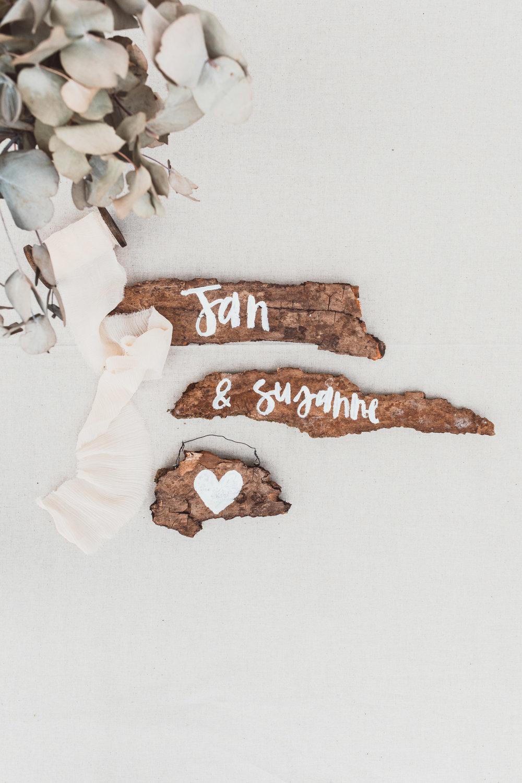 Custom lettered wooden signs for a wedding // Individuell beschriftete Holzschilder zur Hochzeit von Viviane Lenders