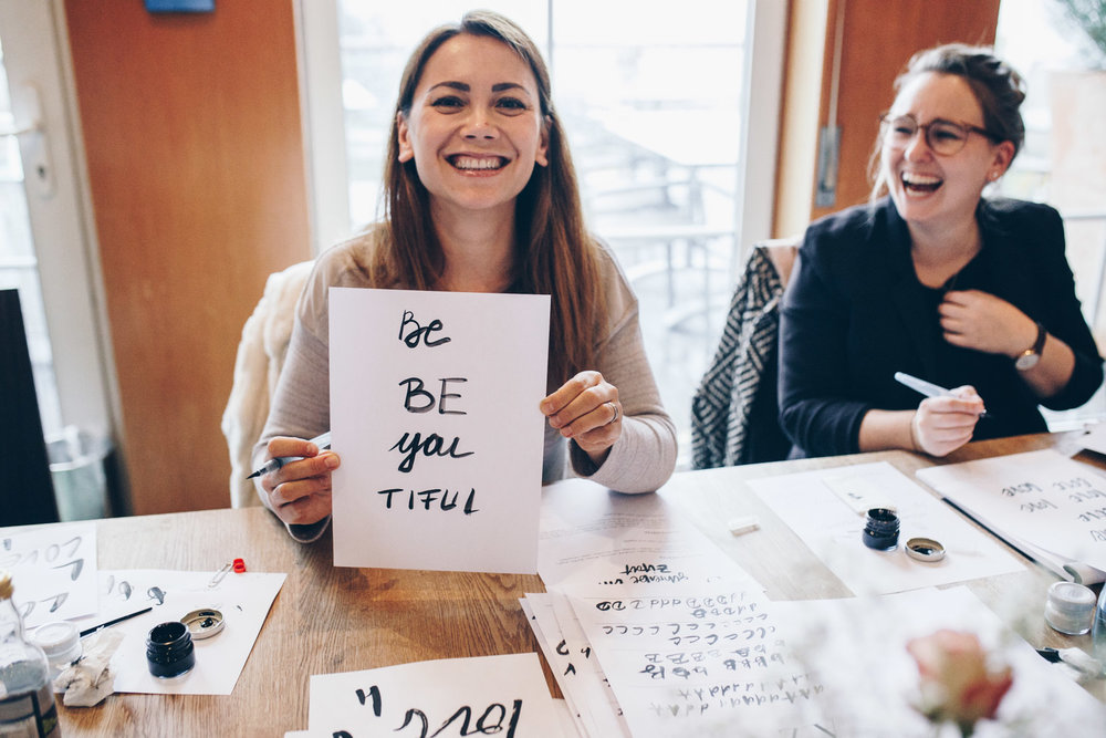 Creative Weekend Workshop Kalligrafie, Lettering & Digitalisierung von Ana Luiza und Viviane Lenders