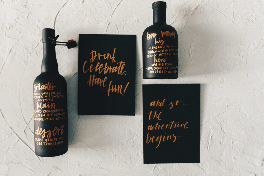 Hochzeitspapeterie, minimal, Kupfer, Lettering, handbeschriftete Flasche - Viviane Lenders Design