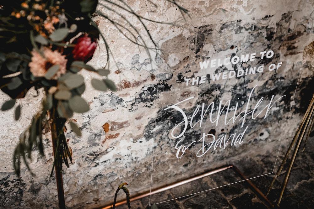 Wedding - Handlettering, Acrylglasschild, Willkommensschild Hochzeit - via Viviane Lenders Design