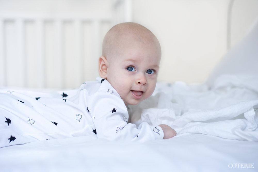 Pikkumiehen yöpuku on saatu Instagram-yhteistyön puitteista ihanalta pieneltä brittimerkiltä  Didi & Bud  . Kannattaa katsoa heidän sivut, mikäli kaipaat moderneja yöpukuja perheen pienimmille. <3 Valikoima on juuri täydentynyt myös pyjamilla ja torkkupeitoilla.