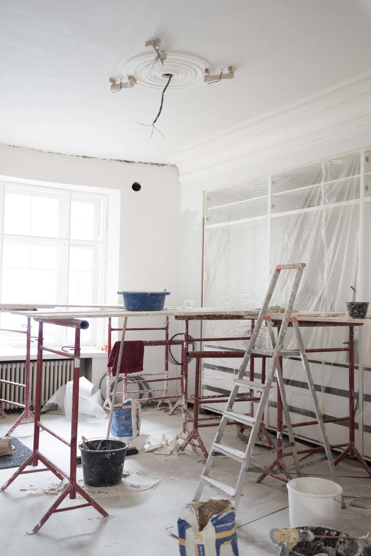 Tässä viikolla napatussa kuvassa ikkunan yläpuolen kaari on vielä asentamatta.
