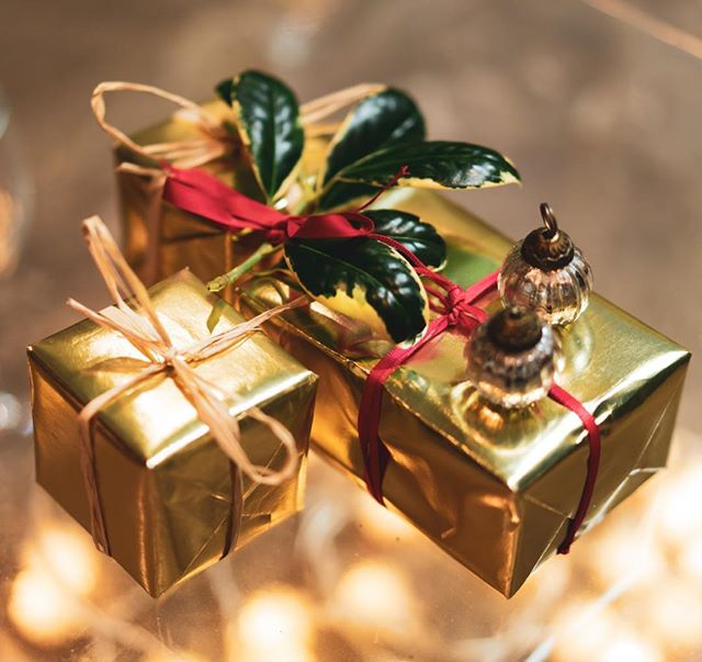 Free Christmas wrapping with every Christmas order in November and December (Wrapping may vary). Take the hassle out of Christmas and give organic skincare ready wrapped! #organicchristmas #freewrapping #christmaswrapping #inspiredbypeakdistrict #goorganic