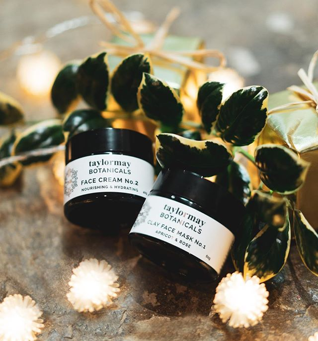 What a lovely Christmas gift combo for your mother, aunt, sister or yourself! Gently deep cleanse with French Clay Face Mask containing Rose Water and Apricot oil and nourish with our best seller Face Cream No.2. Great for dry, mature skin or for extra nurturing in cold weather! All products come with free Christmas gift wrapping. #vegan #organicchristmas #organicgiving #frenchclay #rosewater #apricotoil #camelliaoil #freegiftwrapping