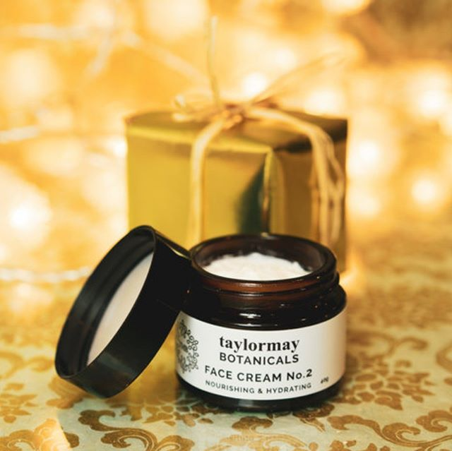 Did you know our Face Cream No.1 and No.2 contains organic Frankincense and Myrrh essential oils? With free Gold gift wrapping its the perfect 'Wise Person' gift of Frankincense, Gold and Myrrh! #frankincense #gold #myrrh #3wisemen #3wisewomen #giftoforganic #freegiftwrapping #inspiredbythepeakdistrict #peakskincare #peakdistrictskincare