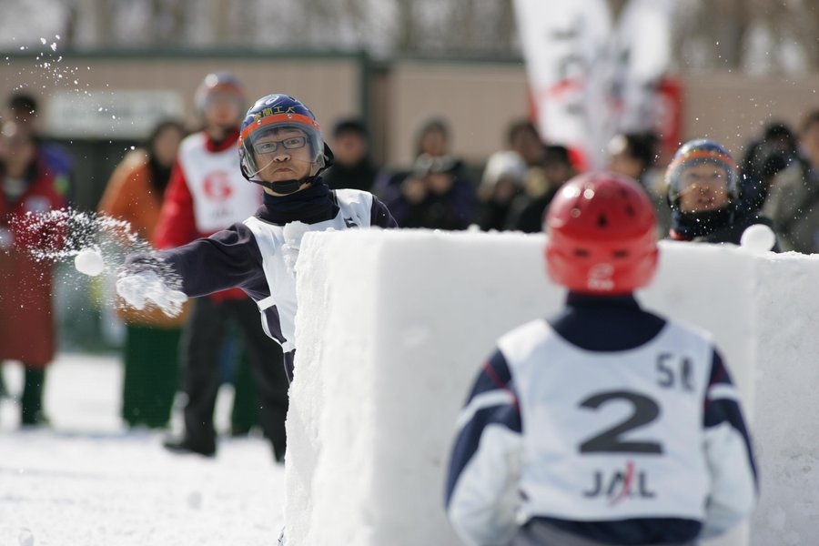 crazy-winter-sports-yukigassen.JPG