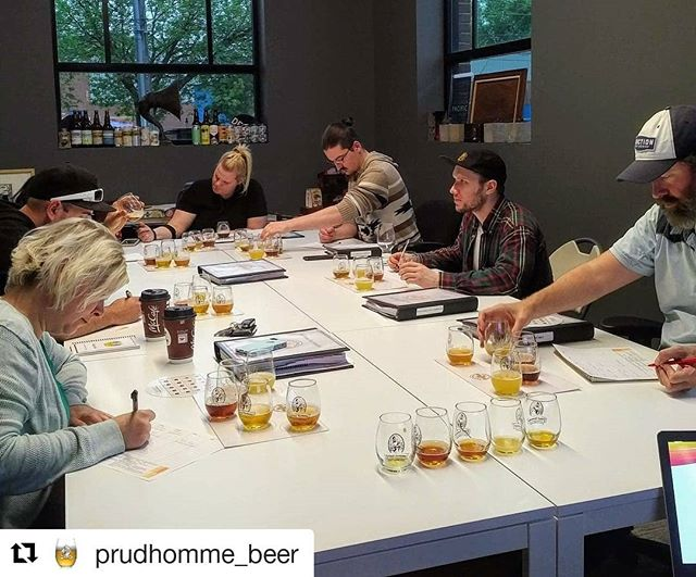 #Repost @prudhomme_beer (@get_repost) ・・・ Concentration mode for the blind tasting. 🤫 . . . #beer #prudhommebeer #prudhommebeercertification #beereducation #beerclass #beertasting #blindtasting