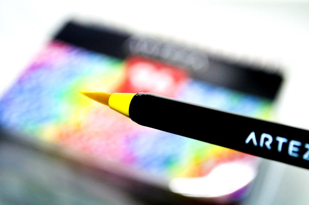 Arteza Brush With Arteza Name Showing 2.jpg