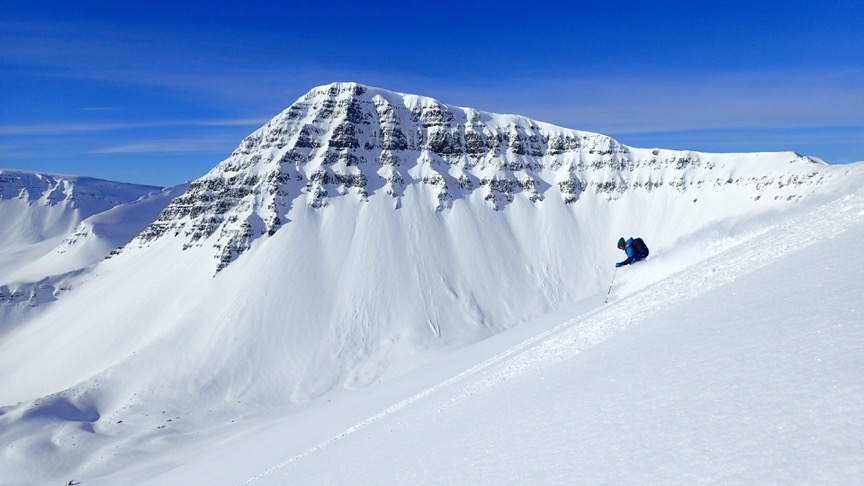 skiing content creator, outdoors social media