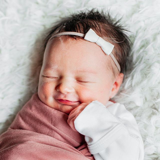 Cate Haisch is 1 week old! Enjoying all the newborn cuddles and smiles from our little sweetie. I can't believe I get to be here momma, I'm so lucky. Thanks @jordannicholharris for capturing her precious smile. Loving these newborn bows 🎀from @simple.june and my favorite swaddle blaneket from @loulouandcompany