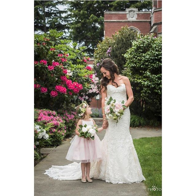 Classic beauty +  the cutest flower girl of all time 💗 I love my job!