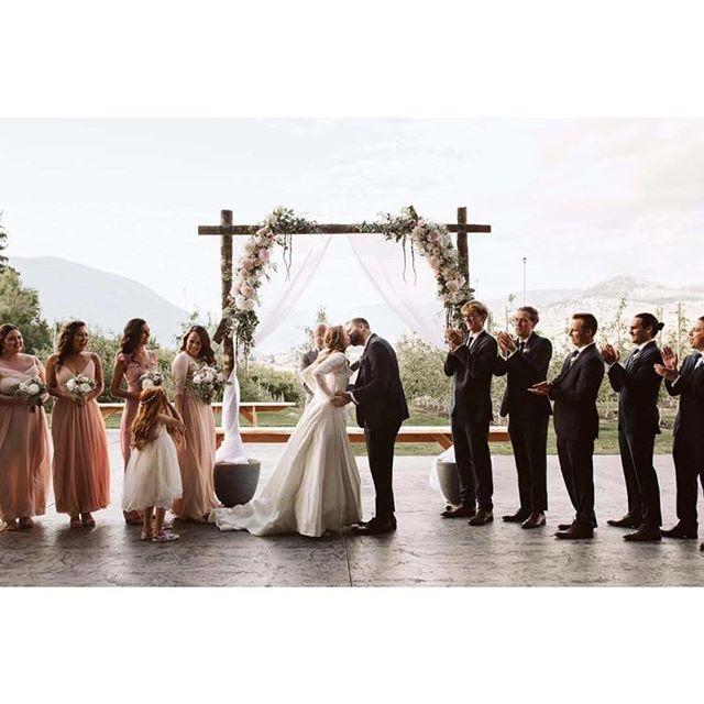 YOU MAY KISS THE BRIDE! 📷: @lenaigdelisleweddings #orchardwedding #chelanwedding #lakechelan #chelanweddingplanner #washingtonwedding