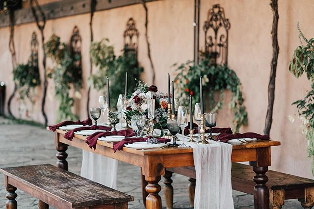 I better share my favorite fall table before we have snow on the ground. These deep colors pair perfectly with @tsillancellars . Fall is my favorite! Tap photos for vendors. 📷: @svetlanasauerweddings