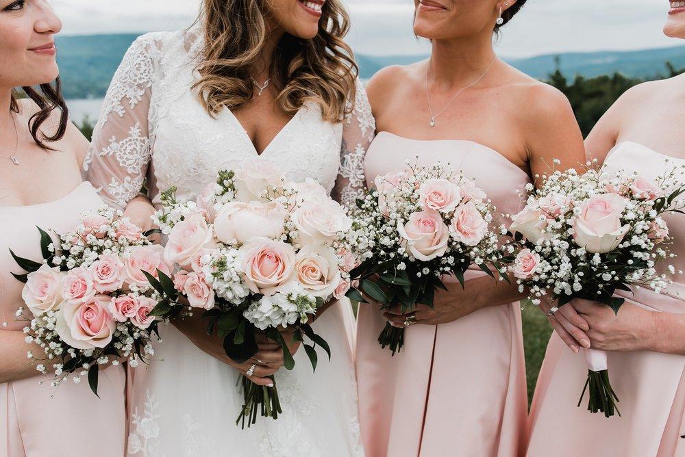 bride and bridesmaids flowers photos