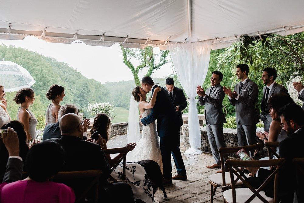 first kiss photo rainy ceremony