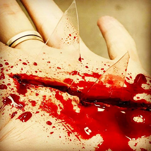 Cut hand with glass 😵 #makeup #gory #blood #ksfxmakeup #ksfx #sfx #specialfx #sfxmakeup #specialfxmakeup #specialfxartist #makeup #makeupschool #makeupartist #cuts #wound