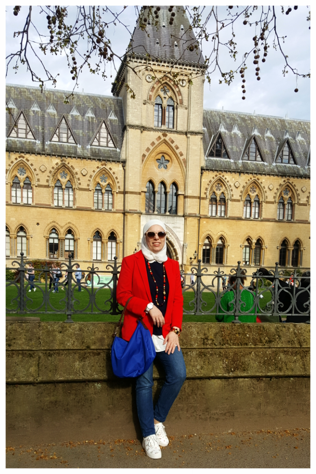 Meet Hala! - Hala is an English teacher with a degree in English Literature from Damascus University. She volunteers in the Syrian community in London, translating and interpreting for newcomers to the UK. She loves reading and writing Arabic poetry.
