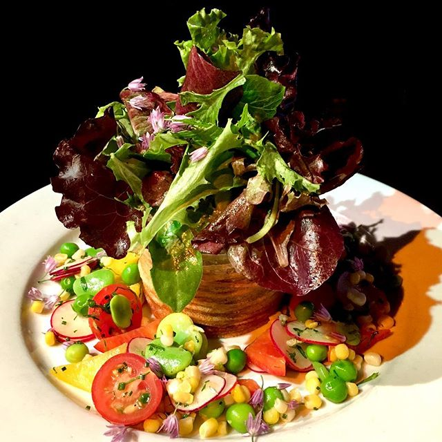 Eating the rainbow has never been so easy and beautiful! Tonight's Special, the Spring Vegetable #Salad: Fava beans, English peas, cherry tomatoes, radish, red and yellow bell peppers, mixed greens, with a hand wrapped potato basket. 🥗🤩 #dbar