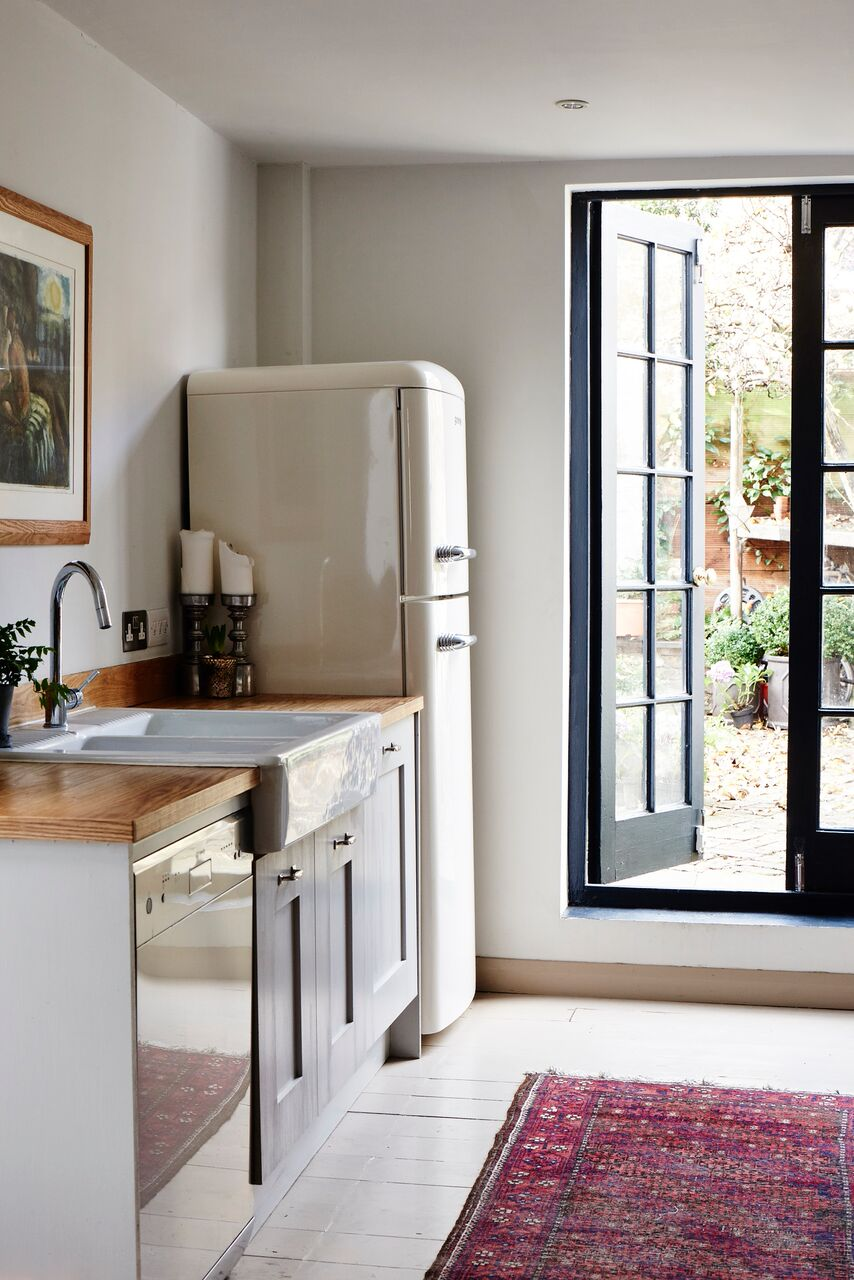 cassandra-ellis-peckham-house-kitchen-smeg-refrigerator.jpg