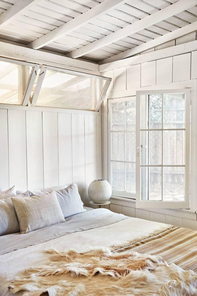 canyon-cool-white-bedroom-5851a4bbeebca333fd10e05e-w1000_h1000.jpg