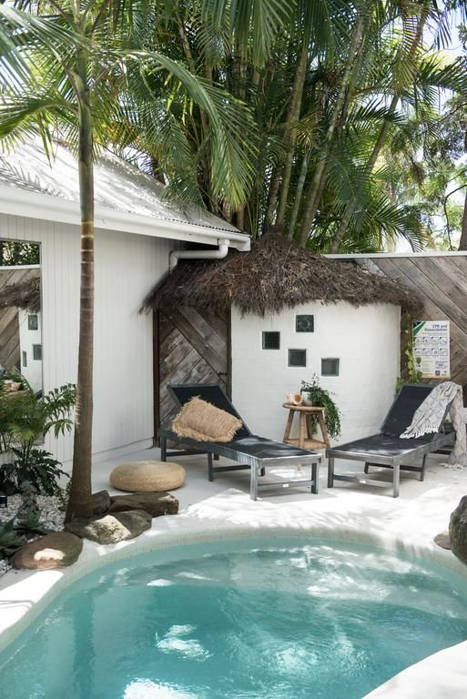 Sundling Studio_All About_Tropical Vibes_Pool.jpg