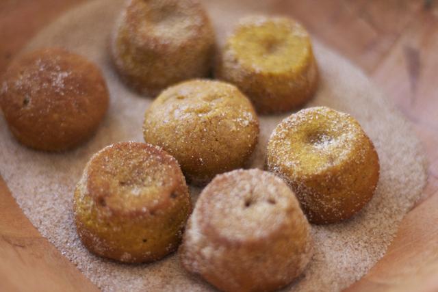 pumpkin-spice-doughnut-holes12.jpg