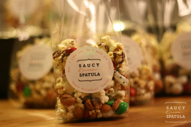 christmas-popcorn-mix3.jpg