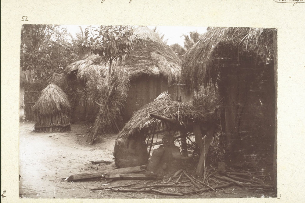 A fetish for protection (a mud statue) at the entrance to a village in Togo, circa 1900.
