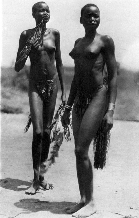 "Dinka women in a Jur village near Rumbek (Sudan). From Hugo A. Bernatzik's book ""Nil und Kongo"" (1927)."
