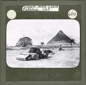 nuer burial pyramid.jpg
