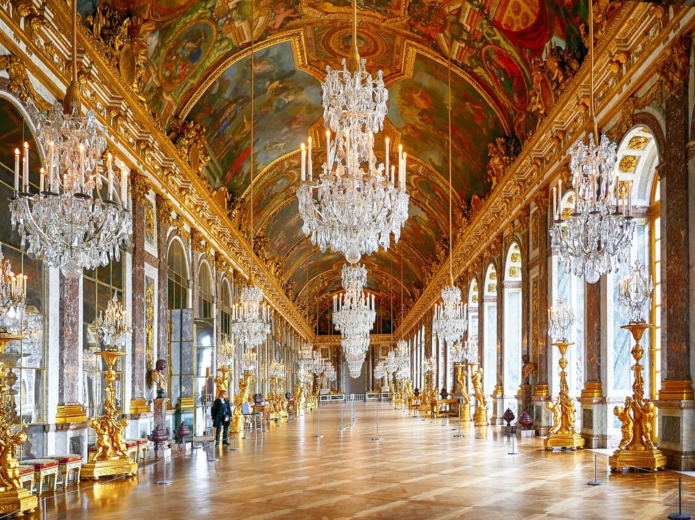 Hall-of-mirrors-in-the-Palace-of-Versaille-at-closing.jpg