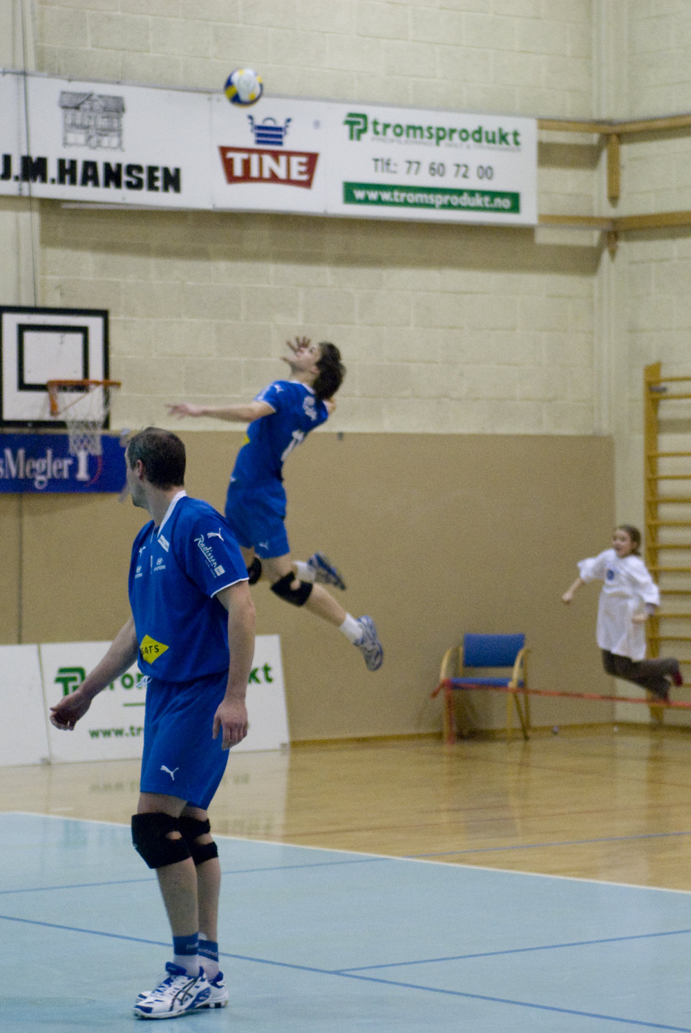 Me serving when I played in Tromsø. Nikon D200