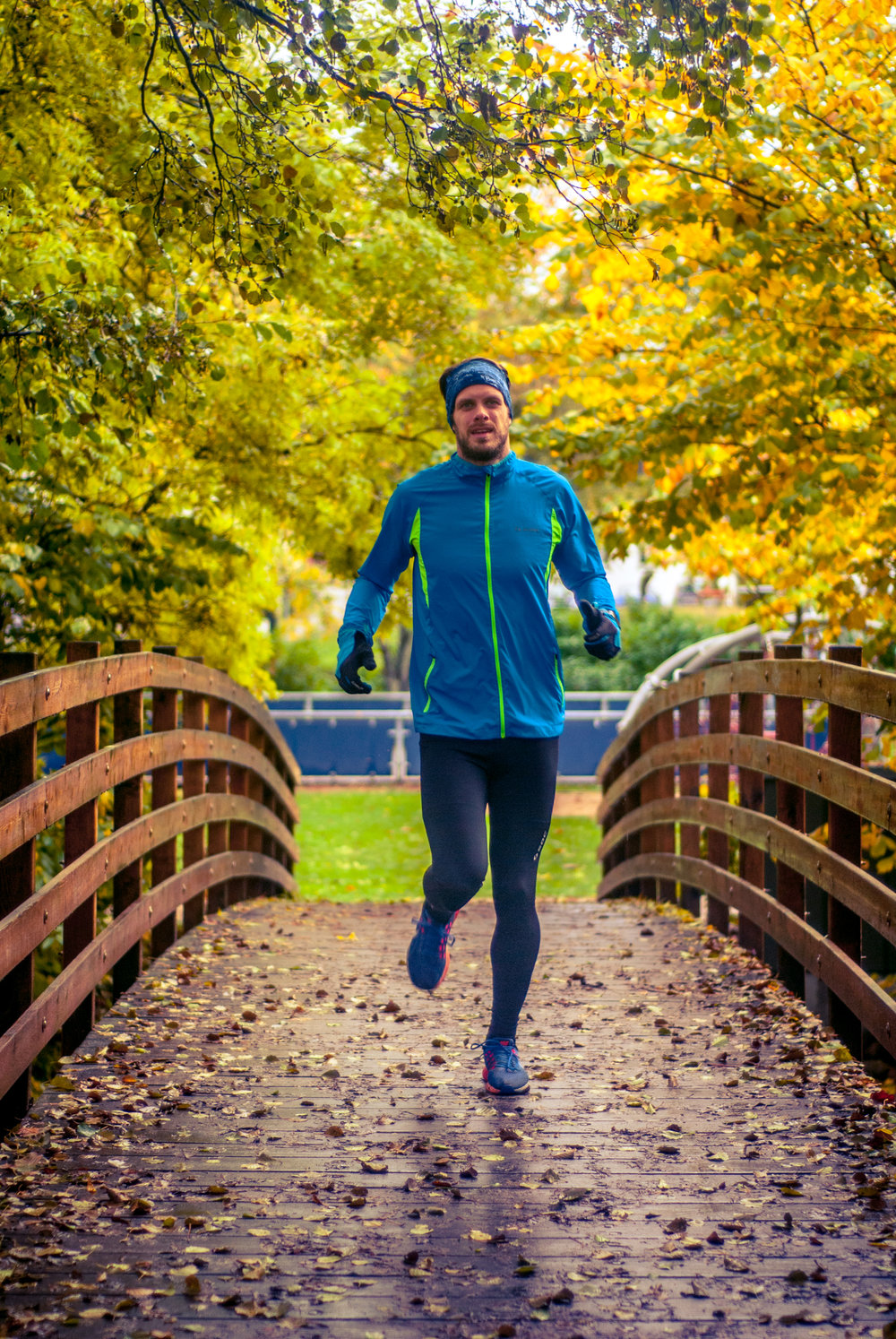 I love running in the fall. Some of the sessions outside during September and October were just spectacular. This is me running at the local park here in Odense.  Photo: Amalie. Nikon D200