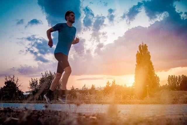 Wow, these summer days!! How has your running summer been so far? Mine has been great with trailrunning in Norway and epic sunsets in Denmark. @thonimara.dk . . #running #Triathlontraining #TriathlonDK #TriNorge #Swimbikerun #Tri365 #Triatlon #triathlon #trening #træning #tritraining #aktiv #runhappy #odense #danmark #løping #løp #løb #løbing #løper #happyrunner #sunset #løpeglede #runitfast #sunflair #run