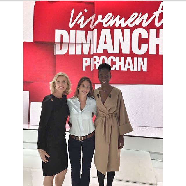 @sonjawanda looks 👌🏼👌🏼 in our kimonocoat at the french talkshow Dimanche 😘 🙌🏻#parinstinctlefilm /#sonjawanda #veronicabvallenes