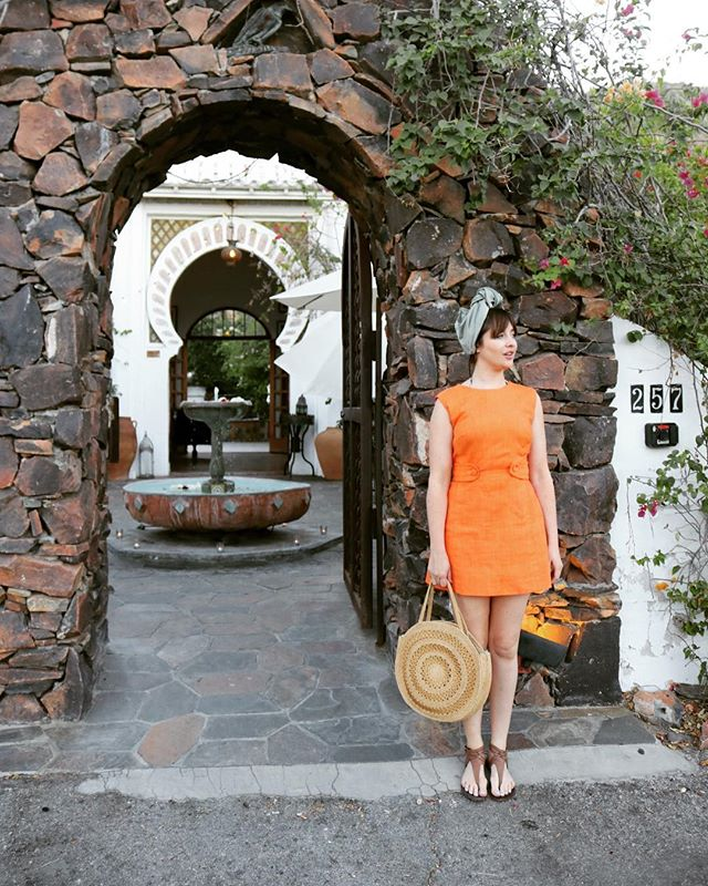 Getting some inspiration in Palm Springs. #holidaystyle #60sfashion #turban #netushka #vintageclothing #sustainablestyle #vacation #vacationstyle #korakiapensione #palmsprings