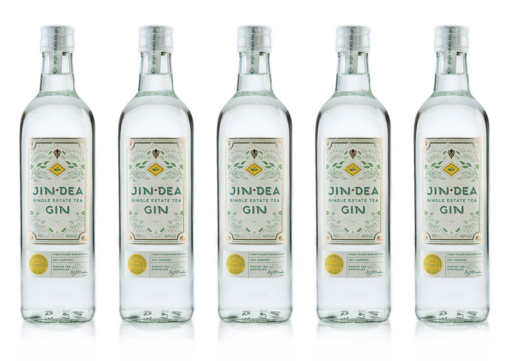 JINDEA SINGLE ESTATE TEA GIN - Made from single estate First Flush Darjeeling Tea, the springtime harvest which produces a delicate and floral Himalayan black tea, known to tea-lovers as the 'Champagne of Tea'.