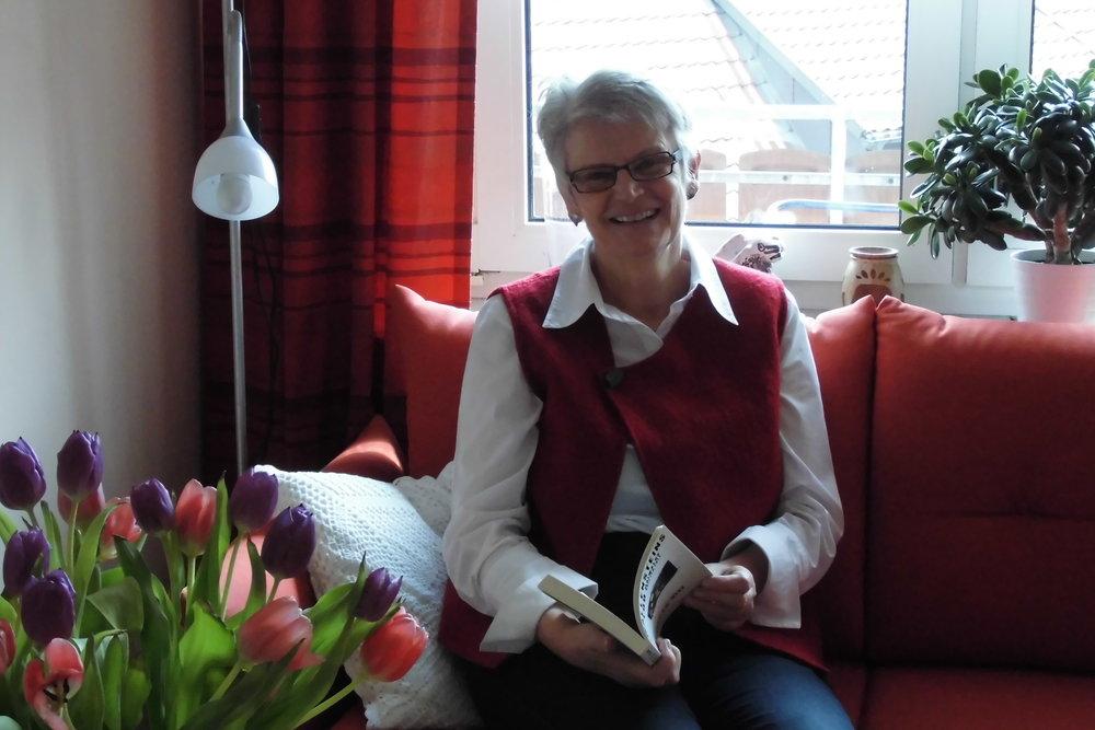 """Die Schriftstellerin Ursula Muhr ist im Altdorfer Feilturm geboren. """"Wie wunderbar"""", dachte ich. Doch ihr Weg zum Schreiben war zunächst nicht so wunderbar, sondern stellenweise dornig. (Foto: Berg)"""