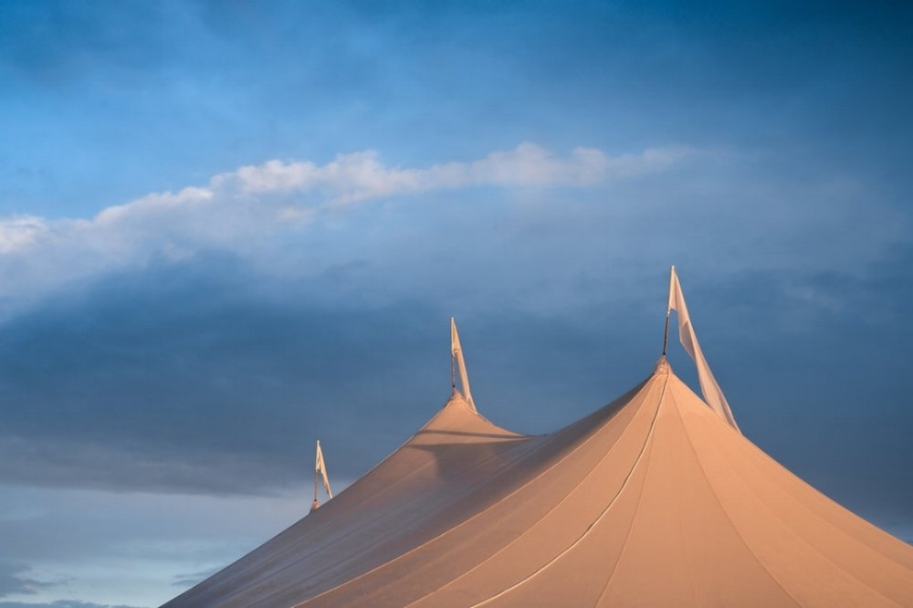 WHAT IS THE FIRST STEP TO PLANNING A TENTED WEDDING IN CONNECTICUT, MASSACHUSETTS, RHODE ISLAND OR NEW YORK - A GUIDE TO PLANNING A NEW ENGLAND TENTED WEDDING. - Pearl Weddings & Events Blog
