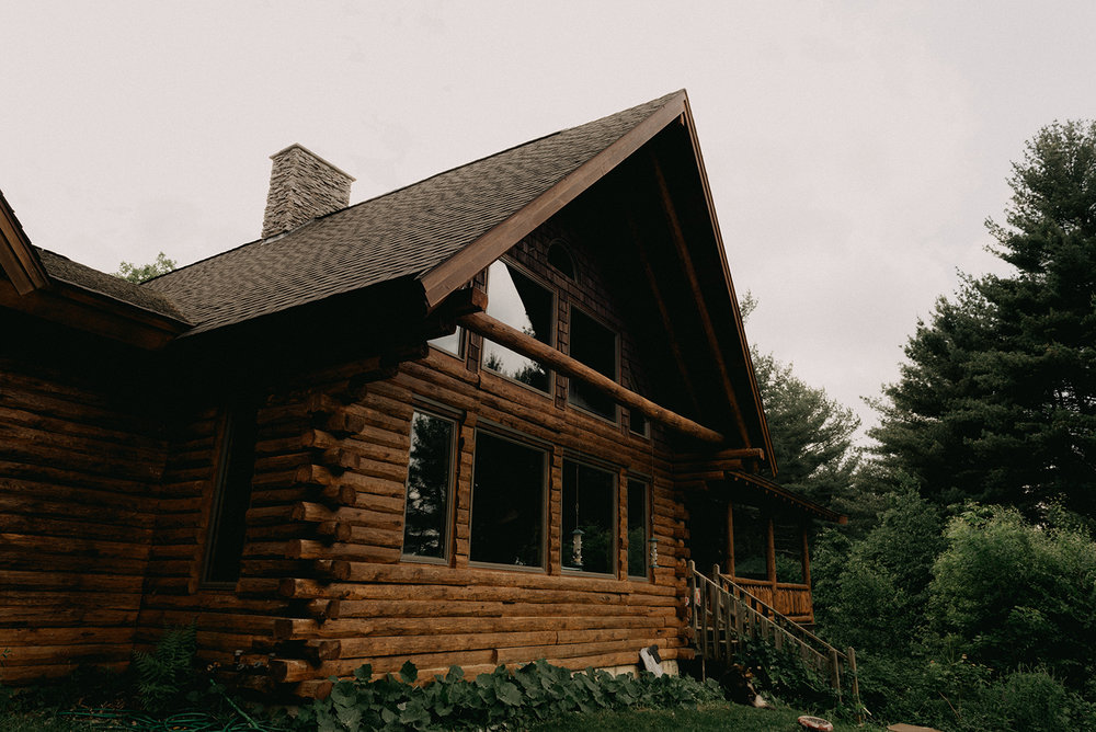 Grooms getting ready location in a log cabin! - Pearl Weddings & Events