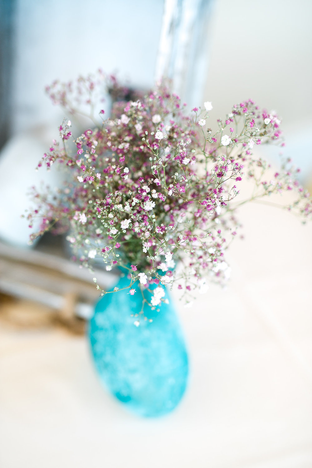 Blue vases with purple flowers - Pearl Weddings & Events