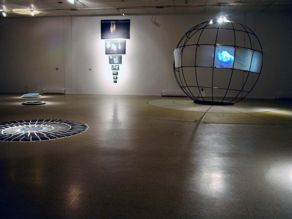 «Un espace entre 2 temps», 2004 Vue d'ensemble de l'exposition solo de Philippe Boissonnet au Musée d'art contemporain des Laurentides, St-Jérôme,Qc (Commissaire: Manon Régimbald)