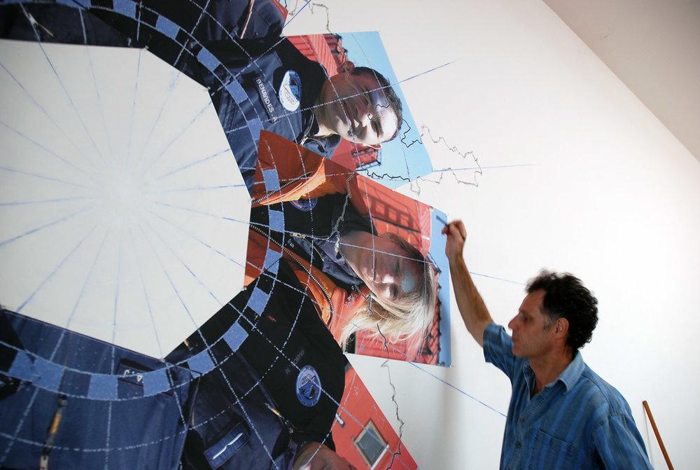 «CP / TOMS - Total Ozone for Jan.3», 2006 Dessin mural et photos numériques sur toile
