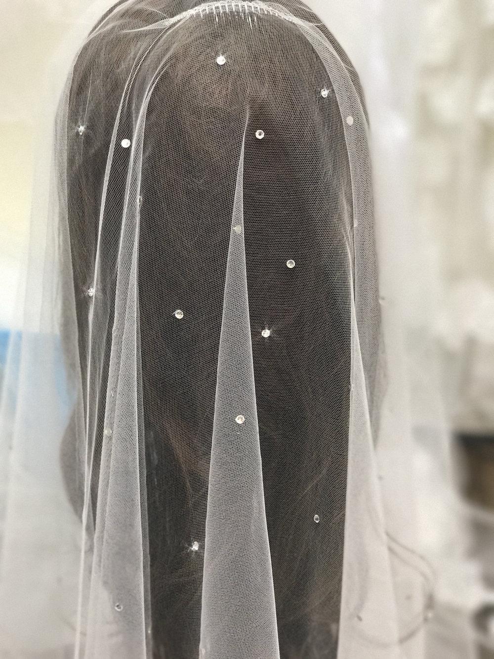 Scattered Rhinestone Dro Veil
